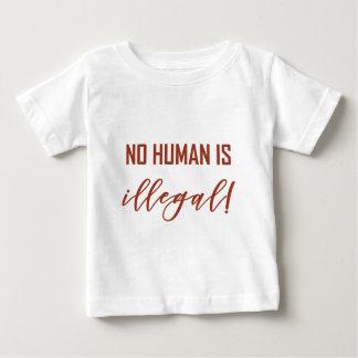 CAMISETA PARA BEBÊ NÃO HUMANO É…