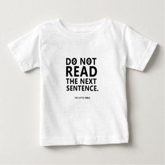 Camiseta Para Bebê Não leia a frase seguinte você pouco Reble