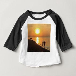 Camiseta Para Bebê Nascer do sol de Bali na praia