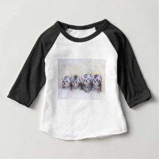 Camiseta Para Bebê Ninho com os quatro gatos de gato malhado novos em