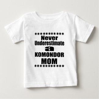 Camiseta Para Bebê Nunca subestime a mamã de KOMONDOR
