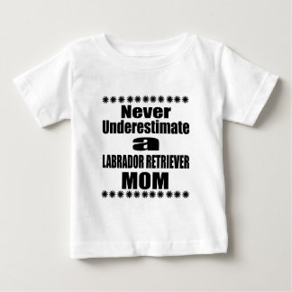 Camiseta Para Bebê Nunca subestime a mamã de LABRADOR RETRIEVER
