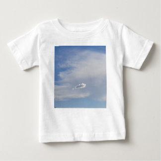 Camiseta Para Bebê Nuvem e nuvem