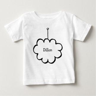 Camiseta Para Bebê Nuvem personalizada em uma corda