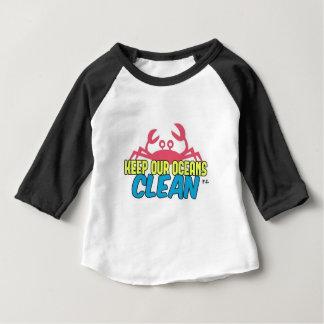 Camiseta Para Bebê O ambiente mantem nosso slogan limpo dos oceanos