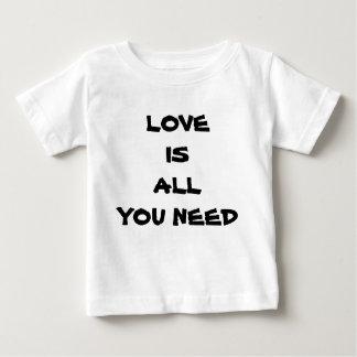Camiseta Para Bebê O amor é tudo que você precisa