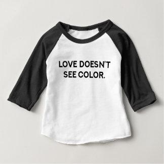 Camiseta Para Bebê O amor não considera o t-shirt da criança da cor