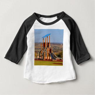 Camiseta Para Bebê O campo de jogos das crianças