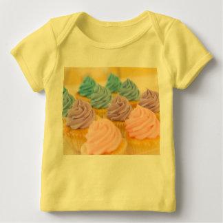 Camiseta Para Bebê O costume dos cupcakes personaliza destinos do