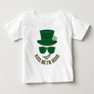 Camiseta Para Bebê O Dia de São Patrício beija-me que eu sou irlandês
