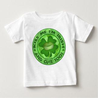 Camiseta Para Bebê O dia de St Patrick irlandês beija-me