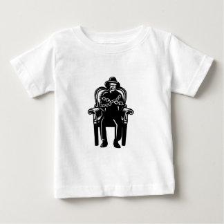 Camiseta Para Bebê O homem amordaçou acorrentado ao Woodcut grande da