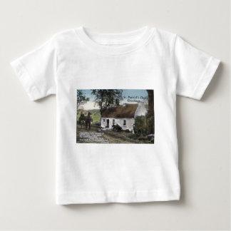 Camiseta Para Bebê O irlandês do vintage thatched o dia do St.