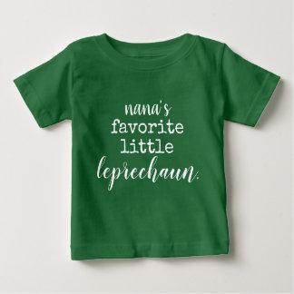 Camiseta Para Bebê o leprechaun. pequeno favorito de Nana