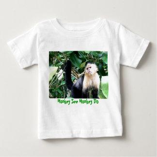 Camiseta Para Bebê O macaco vê o macaco fazer