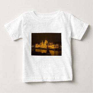 Camiseta Para Bebê O parlamento húngaro Budapest em a noite