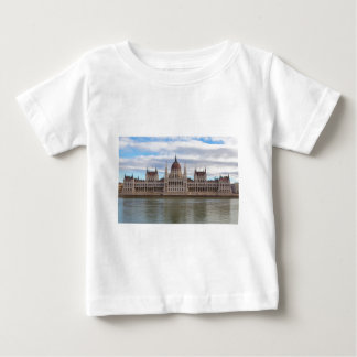 Camiseta Para Bebê O parlamento húngaro Budapest em o dia