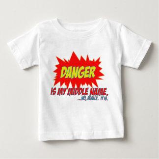 Camiseta Para Bebê O perigo é meu nome do meio