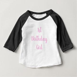 Camiseta Para Bebê ø primeiro cursive do rosa um do bebé do