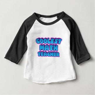 Camiseta Para Bebê o professor de matemática o mais fresco