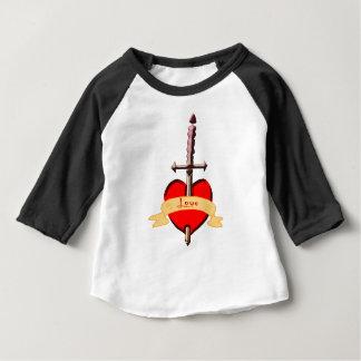 Camiseta Para Bebê o punhal do amor perfurou o coração