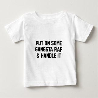 Camiseta Para Bebê O rap de Gangsta & segura-o
