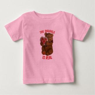 Camiseta Para Bebê O Snuggle é urso e coração reais