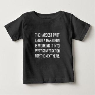 Camiseta Para Bebê O trabalho o mais duro da maratona na conversação