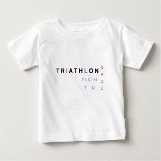 Camiseta Para Bebê O Triathlon deixou a raça começar