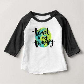 Camiseta Para Bebê O viagem é minha terapia