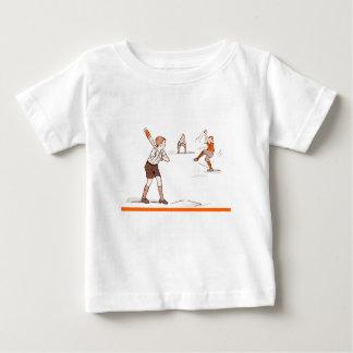 Camiseta Para Bebê O vintage caçoa o jogo de basebol dos meninos