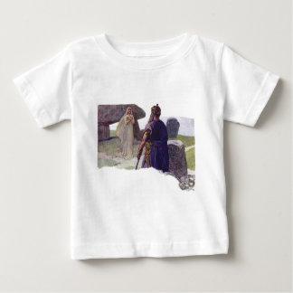 Camiseta Para Bebê Odin na frente de um Völva
