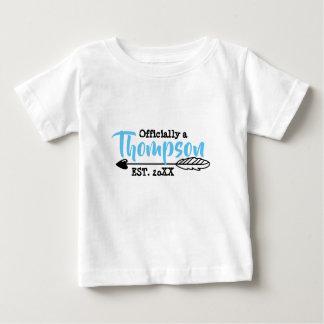 Camiseta Para Bebê Oficialmente uma família - adoptiva adote -