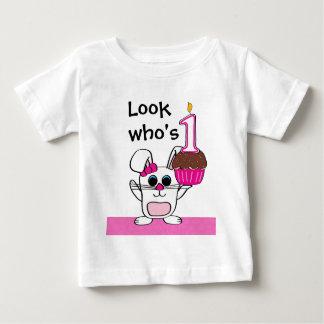 Camiseta Para Bebê Olhe quem é 1 coelho & cupcake da menina do