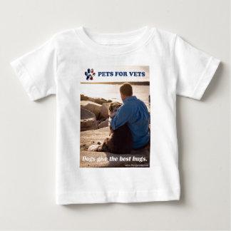 Camiseta Para Bebê Os cães dão os melhores hugs.
