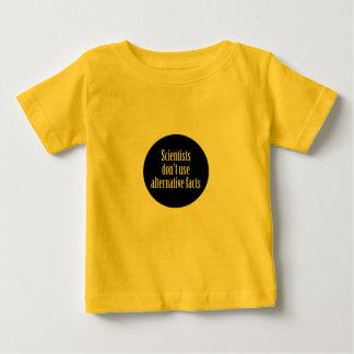 Camiseta Para Bebê Os cientistas não fazem nós fatos alternativos