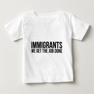 Camiseta Para Bebê Os imigrantes que nós obtemos o trabalho feito