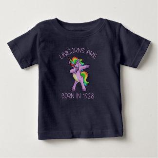 Camiseta Para Bebê Os unicórnios são em 1928 pose de toque ligeiro