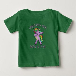 Camiseta Para Bebê Os unicórnios são em 1929 pose de toque ligeiro