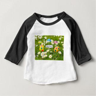 Camiseta Para Bebê Ovos da páscoa pintados na grama com margaridas