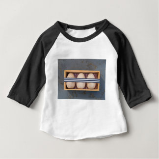 Camiseta Para Bebê Ovos de madeira em uma caixa
