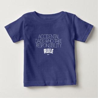Camiseta Para Bebê Pais acidentais que tomam a regra da