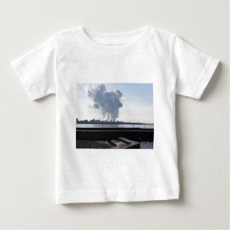 Camiseta Para Bebê Paisagem industrial ao longo da costa