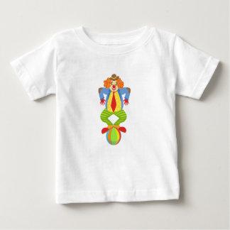 Camiseta Para Bebê Palhaço amigável colorido que equilibra na bola na