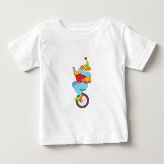 Camiseta Para Bebê Palhaço amigável colorido que equilibra no