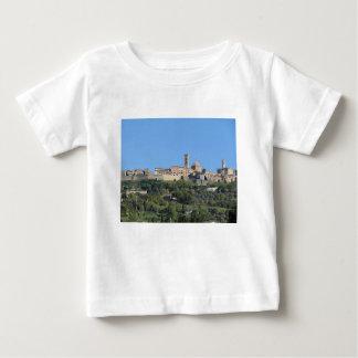 Camiseta Para Bebê Panorama da vila de Volterra, Toscânia, Italia