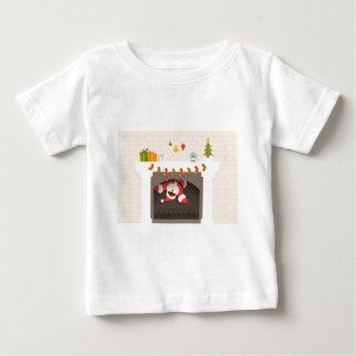 Camiseta Para Bebê papai noel preto colado na lareira