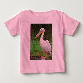 Camiseta Para Bebê Pássaro cor-de-rosa do pelicano com bico longo