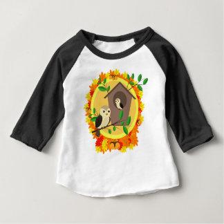 Camiseta Para Bebê Pássaros e Birdhouse no outono
