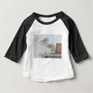 Camiseta Para Bebê Pássaros e carneiros de madeira do vidoeiro